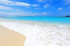 美丽的海滩在冲绳岛 免版税库存图片