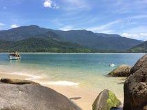 美丽的海滩在里约热内卢 免版税库存图片