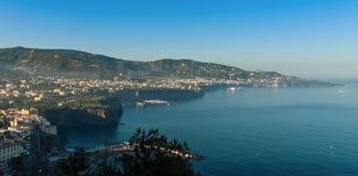 美丽的海滩在索伦托意大利 库存照片