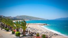 美丽的海滩在Saranda,阿尔巴尼亚 免版税库存图片