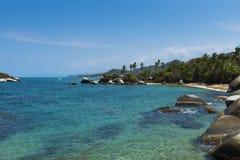 美丽的海滩在Tayrona国家公园Parque在哥伦比亚的加勒比海岸的Nacional Tayrona 库存照片