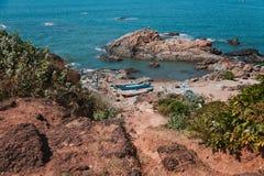 美丽的海滩在Vagator 库存照片