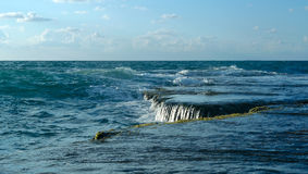 美丽的海洋瀑布 免版税库存图片