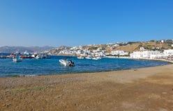美丽的海滩米科诺斯岛在希腊海岛 免版税库存图片