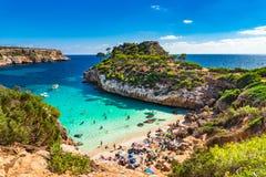 美丽的海滩Cala莫罗马略卡西班牙地中海 免版税库存照片
