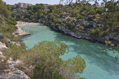 美丽的海滩Cala Pi在马略卡,西班牙 免版税库存照片