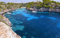 美丽的海滩Cala Pi在马略卡,西班牙 免版税库存图片