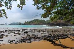 美丽的海滩Piscina在圣多美和普林西比海岛  库存图片