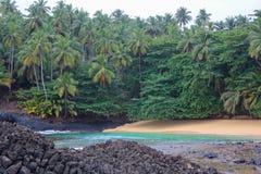 美丽的海滩Piscina在圣多美和普林西比海岛  免版税库存图片