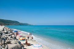 美丽的海滩zambrone一个小镇在卡拉布里亚 免版税库存图片