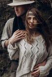 美丽的深色的吉普赛女孩, boho白色汗水的行家妇女 免版税库存图片