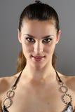 美丽的深色的女孩年轻人 免版税库存照片