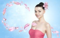 美丽的深色的妇女-身体和护肤概念 库存图片