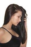 美丽的深色的长期女孩头发发光的年轻人 免版税图库摄影