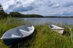 美丽的湖和两条小船风景  库存图片