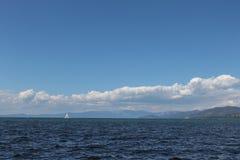 美丽的湖和山在太浩湖 库存图片