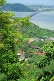 美丽的湖和山在Hatyai 免版税库存照片