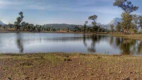 美丽的湖和山 免版税库存图片