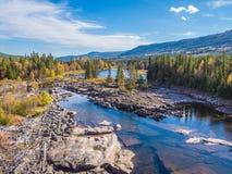 美丽的湖在挪威在夏天 免版税库存图片