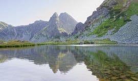 美丽的湖在Retezat国家公园 库存图片