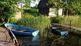 美丽的湖小船 休息俄罗斯 免版税库存图片