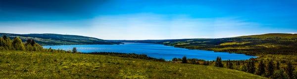 美丽的湖山 库存照片
