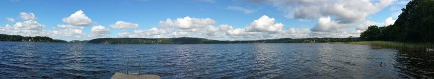 美丽的湖的看法 免版税图库摄影
