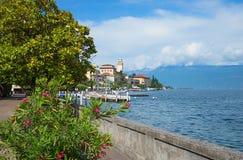 美丽的湖边散步gardone,garda湖,意大利 免版税库存图片