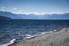 美丽的湖Te Anou在Fiordland国立公园在新西兰 免版税图库摄影