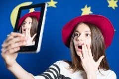 美丽的激动的小姐的图片帽子的 库存图片