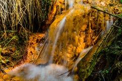 美丽的瀑布在森林里 免版税库存照片