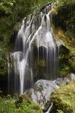 美丽的瀑布在法国在美好的夏日 免版税库存图片
