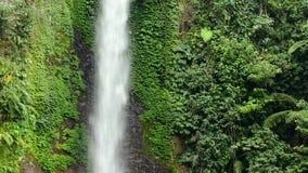 美丽的瀑布在雨林里 影视素材