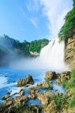美丽的瀑布在贵阳在华南 免版税库存照片