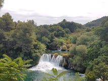 美丽的瀑布在Krka国家公园克罗地亚的心脏 免版税库存照片