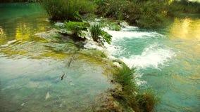 美丽的瀑布的详细的看法在Plitvice国家公园,克罗地亚 股票录像