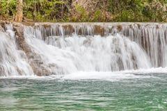 美丽的瀑布自然背景在全国Pa落下 免版税库存图片