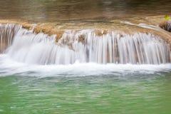 美丽的瀑布自然背景在全国Pa落下 库存图片