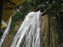 美丽的瀑布, DEHRA DUN,印度 免版税库存图片