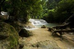 美丽的瀑布, Huay mae钾极小的瀑布在泰国 免版税库存图片