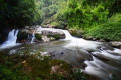美丽的瀑布:Vachiratharn瀑布在清迈,泰国 免版税库存图片