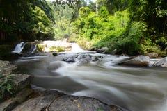 美丽的瀑布:Vachiratharn瀑布在清迈,泰国 免版税库存照片