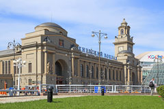 美丽的火车站大厦在莫斯科 免版税库存照片
