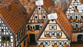 美丽的烛台以房子的形式仿照fachwerk样式的 与微型黑的射线的全国德国和荷兰白色 影视素材