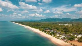美丽的热带海岛鸟瞰图  库存照片