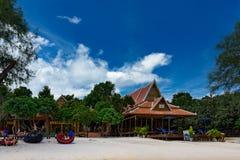 美丽的热带海滩有豪华Sol海滩胜地的酸值荣Samloem海岛 库存图片