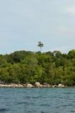 美丽的热带海滩和雨林在安达曼海,泰国 图库摄影