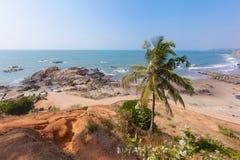 美丽的热带海滩在Vagator,果阿,印度 免版税库存照片