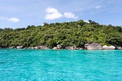 美丽的热带海滩有海视图,在Similan的净水我 免版税库存图片