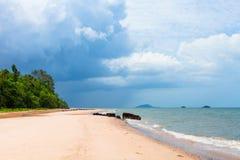 美丽的热带白色沙子海滩 免版税图库摄影